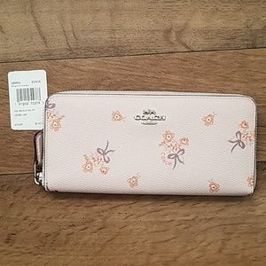 Coach Slim Accordion Zip Wallet NWT Floral Bow